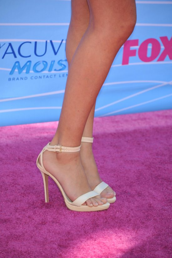 Selena-Gomez-Feet-742955
