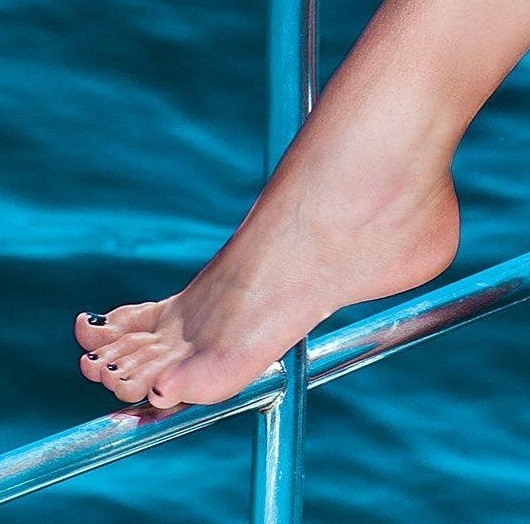 Bruna-Marquezine-Feet-1328525