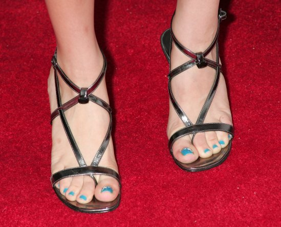 Kaley-Cuoco-Feet-31587