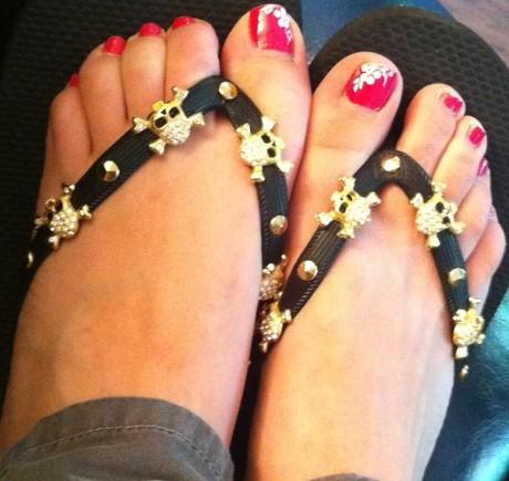 Kaley-Cuoco-Feet-744257