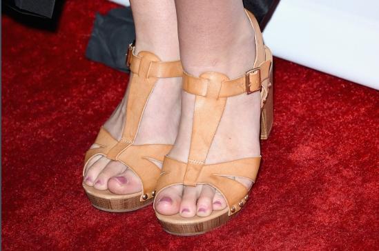 Lana-Del-Rey-Feet-2135414