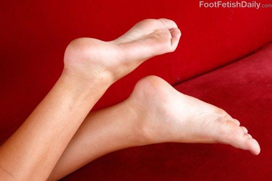 jojo-kiss-feet-1767510