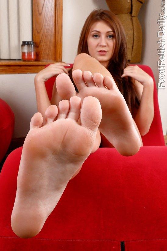 jojo-kiss-feet-1802820