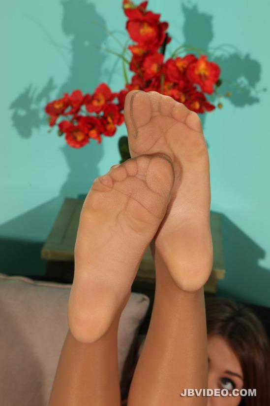 jojo-kiss-feet-2112624