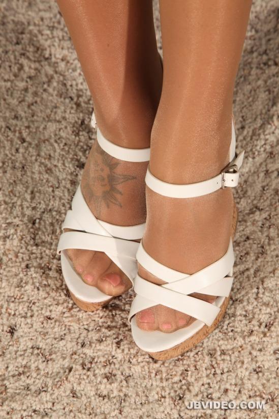 jojo-kiss-feet-2112628