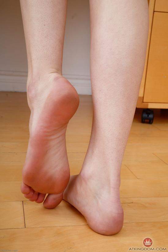 kristen-scott-feet-2149561