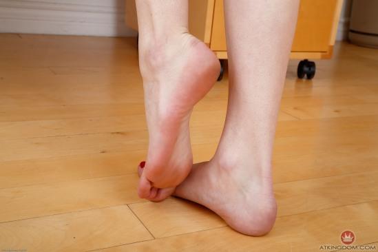 kristen-scott-feet-2149562