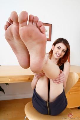 kristen-scott-feet-2149564