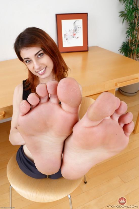 kristen-scott-feet-2149568