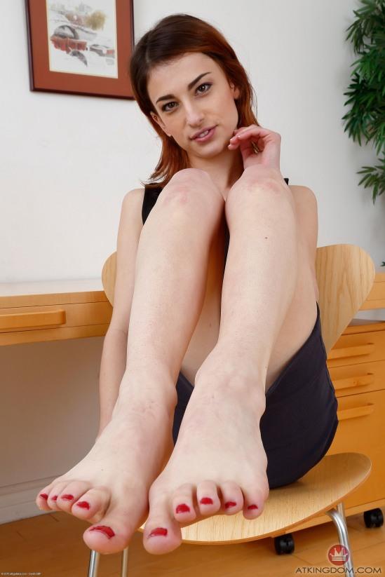 kristen-scott-feet-2149571