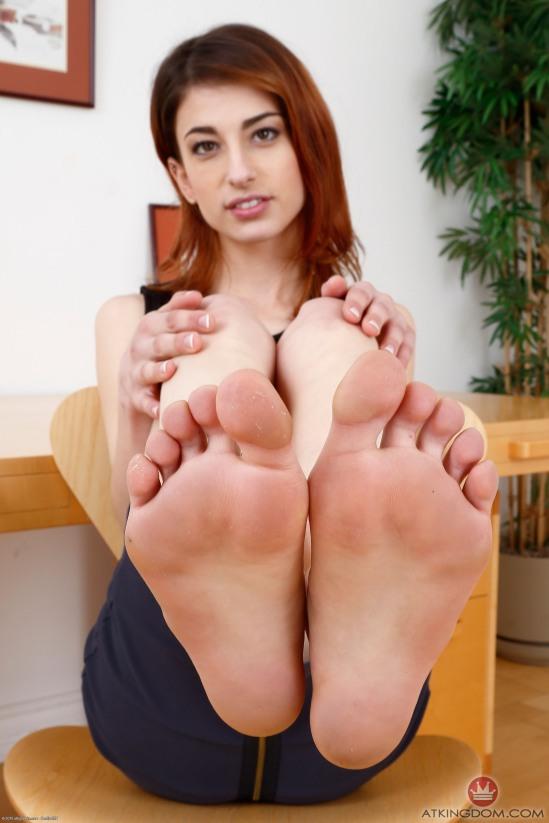 kristen-scott-feet-2149574