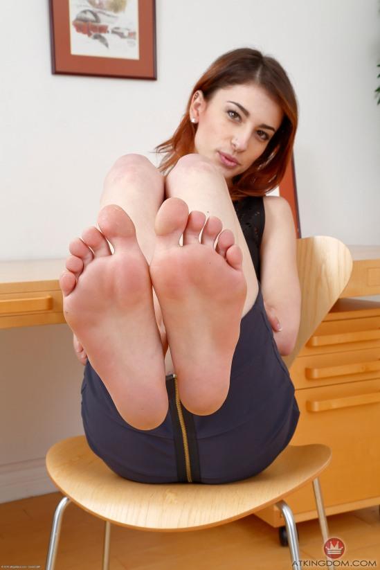 kristen-scott-feet-2149576