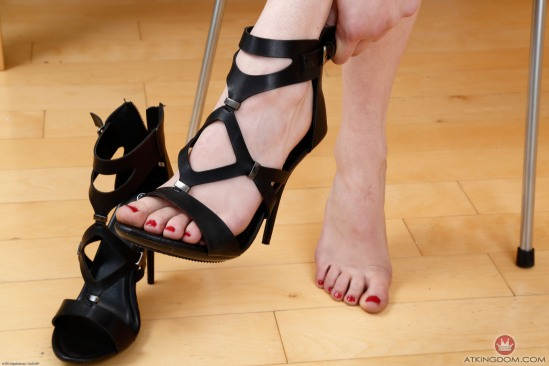 kristen-scott-feet-2149580