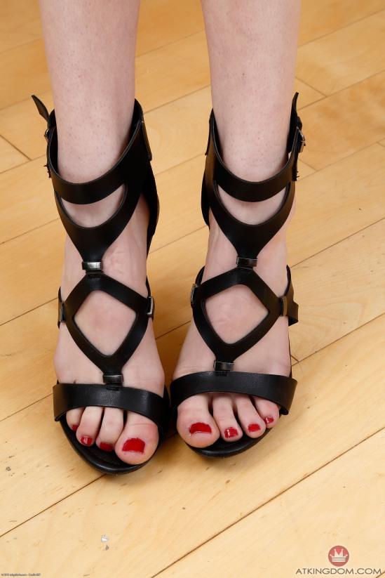 kristen-scott-feet-2149585