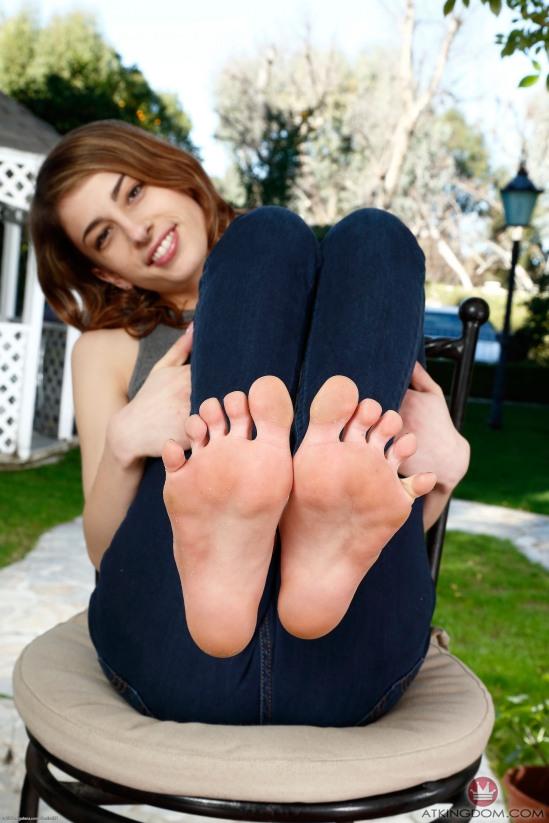 kristen-scott-feet-2149618