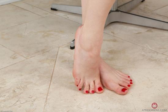 kristen-scott-feet-2260299