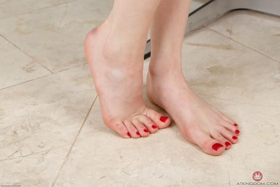 kristen-scott-feet-2260300