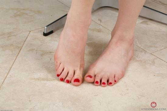 kristen-scott-feet-2260301