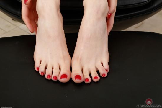 kristen-scott-feet-2260303