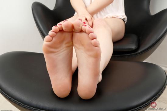 kristen-scott-feet-2364054