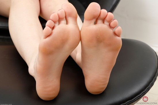 kristen-scott-feet-2364057