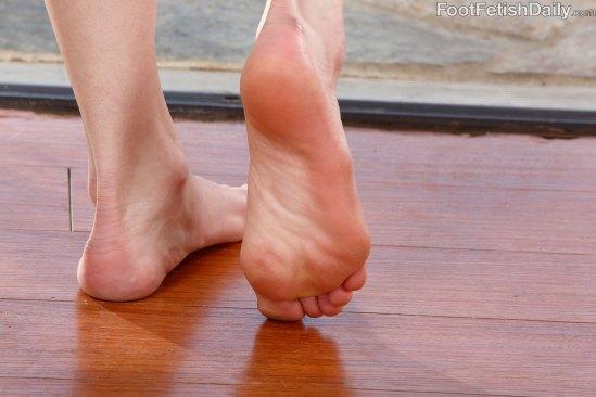 kristen-scott-feet-2449350
