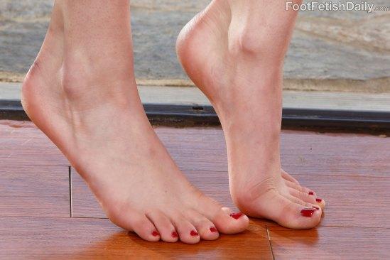 kristen-scott-feet-2449351