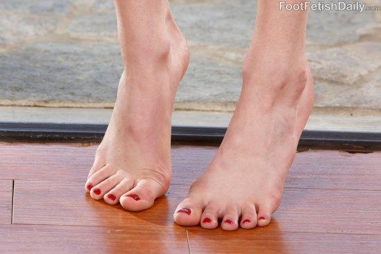 kristen-scott-feet-2449352