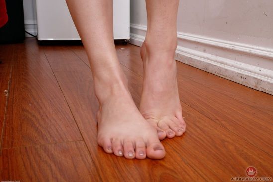 kristen-scott-feet-2542175