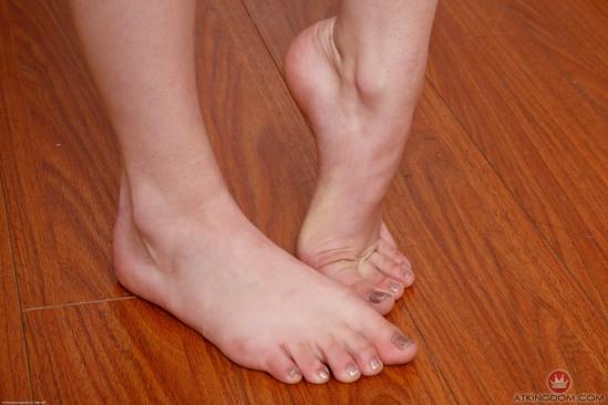 kristen-scott-feet-2542176