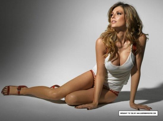 Diora-Baird-Feet-1054477