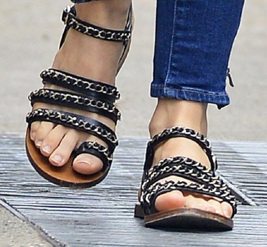 Jessica-Biel-Feet-1030479