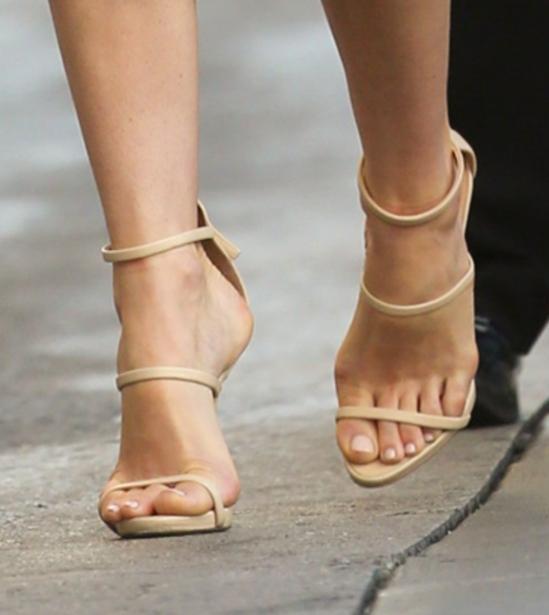 Jessica-Biel-Feet-2585785