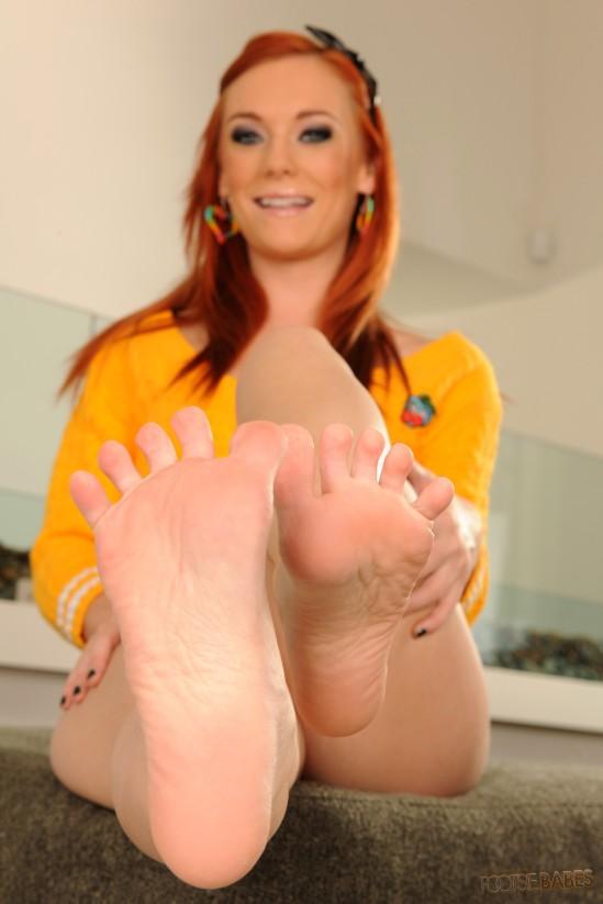 Dani-Jensen-Feet-1605307