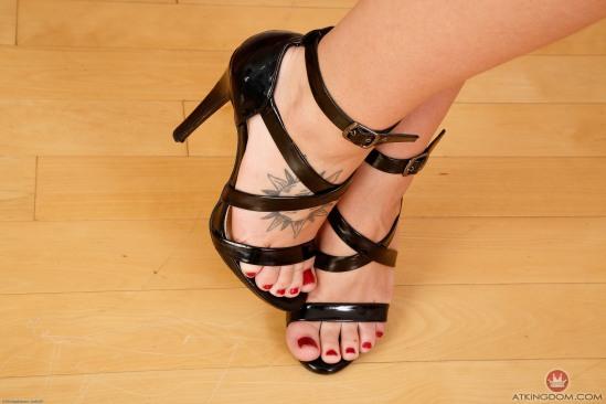 Jojo-Kiss-Feet-1798456