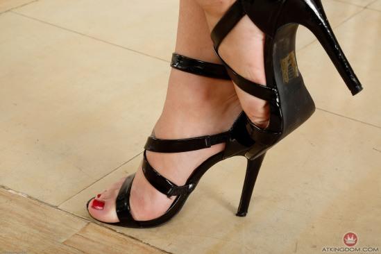 Jojo-Kiss-Feet-1809647