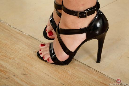 Jojo-Kiss-Feet-1809648