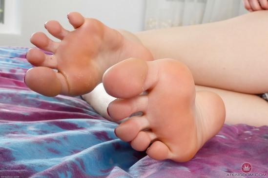 Kristen-Scott-Feet-2211015