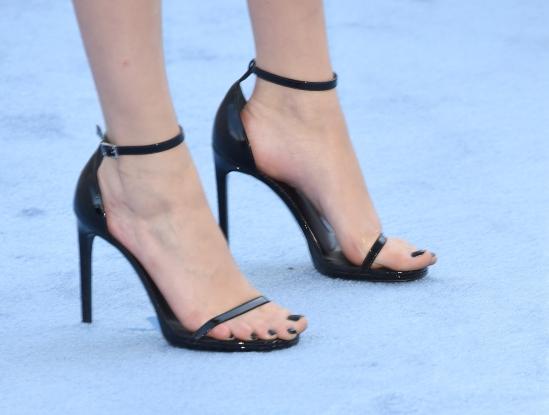 Cara-Delevingne-Feet-1662791