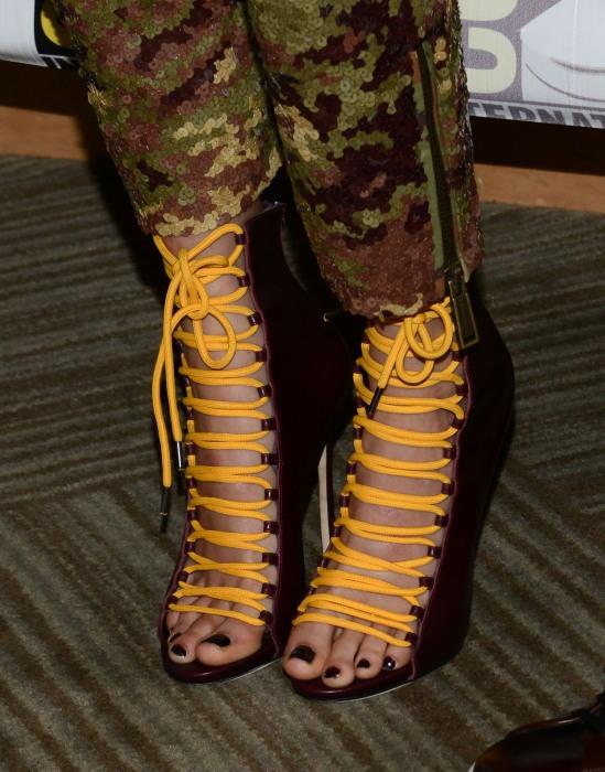 Cara-Delevingne-Feet-2339878