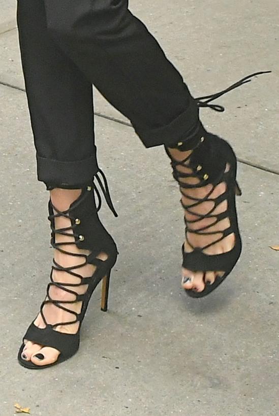 Cara-Delevingne-Feet-2351677
