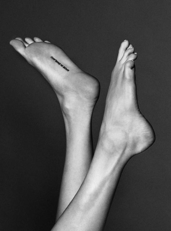 Cara-Delevingne-Feet-2657530