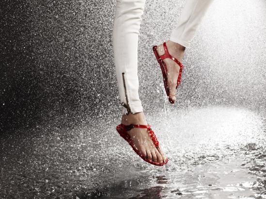 Cara-Delevingne-Feet-3097693